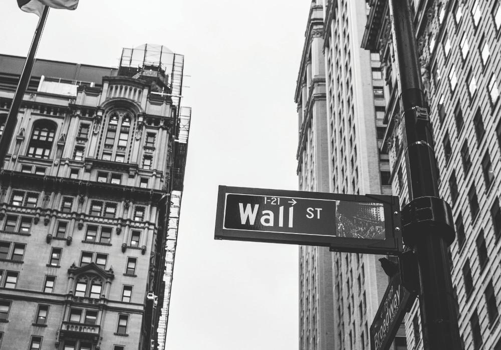 wall street bw 1000x700 - Finance - Erweiterungen der Account Management Plattform einer Bank